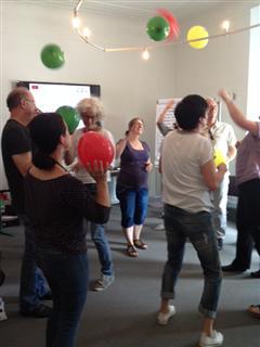 Die Teilnehmer/innen lernten verschiedene Methoden zur lebendigen Gestaltung von Schulungen kennen.